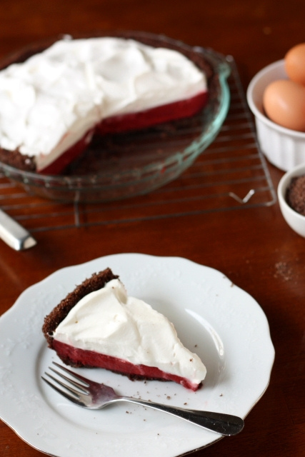 Red Velvet Pudding Pie via Completely Delicious