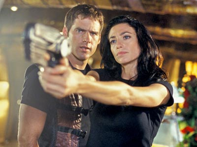 Showing her man how to use a weapon. Image via Farscape Wiki.